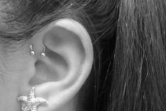 single-forward-helix-piercing