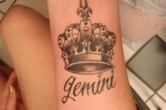 39-Crown-Tattoos-For-Women